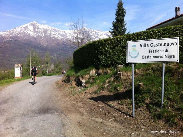fra asfalto e sterrato ci arrampichiamo in direzione  Monte Calvo