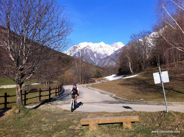 in avvicinamento al  Col D'Arlaz