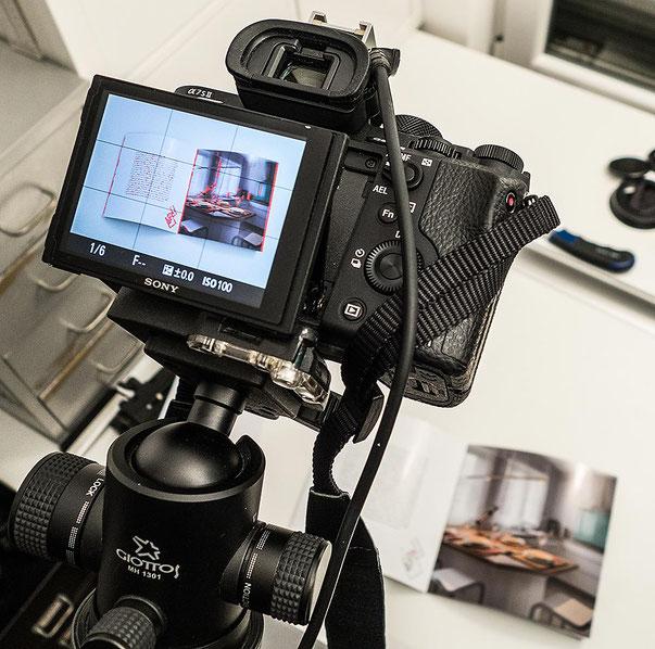 Im Test: Monitoransicht der SONY Alpha 7s2 im Studio bei Repro-Aufgaben. Foto: Klaus Schoerner