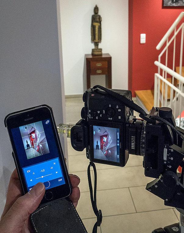 Im Test: Smart Remote-Fernbedienung der SONY Alpha 7s2 per Smartphone beim Architektur-Foto Shooting. Foto: Klaus Schoerner