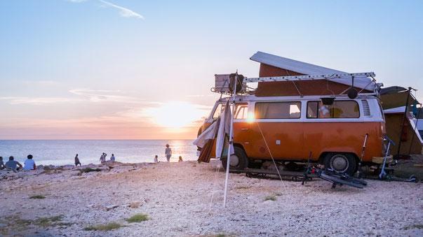 VW Bulli im Sonnenuntergang