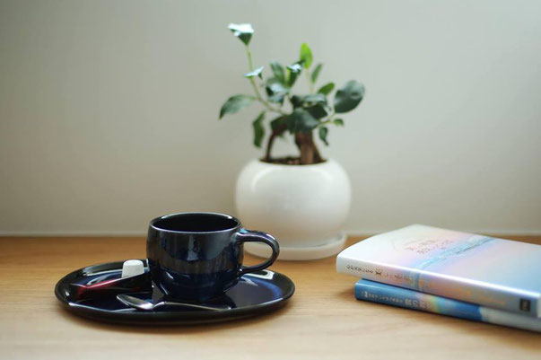 cafe blue sofa : コーヒー