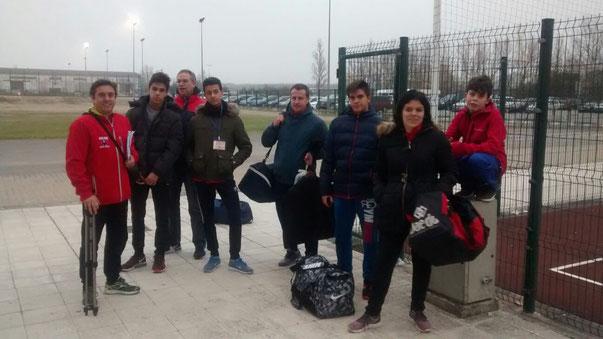 Competidores y algunos padres seguidores de la Marea Roja