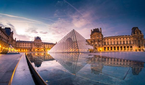 la pyramide du Louvre cm2