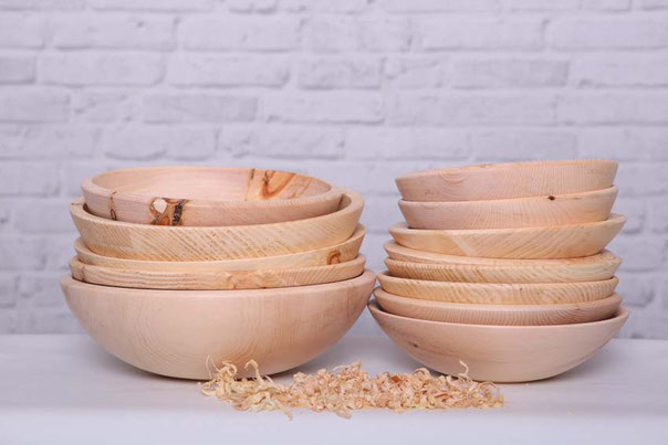 Schalen aus Zirbenholz in verschiedenen Größen und Ausführungen