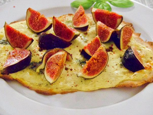 Flammkuchen mit Gorgonzola & Feigen