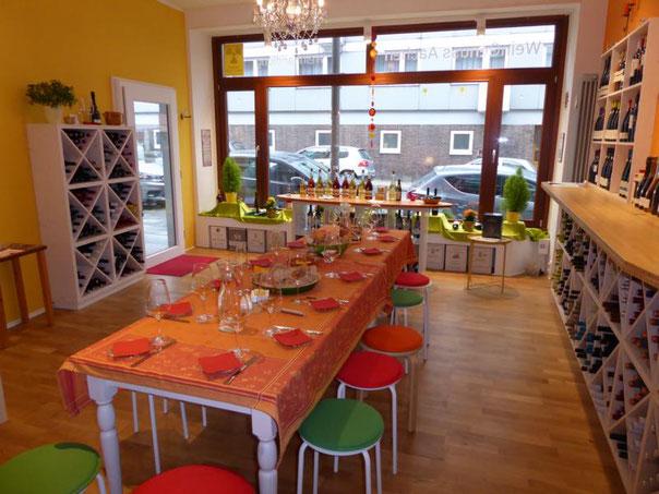 gedeckter Tisch für Weinprobe im WeinGenuss Aachen
