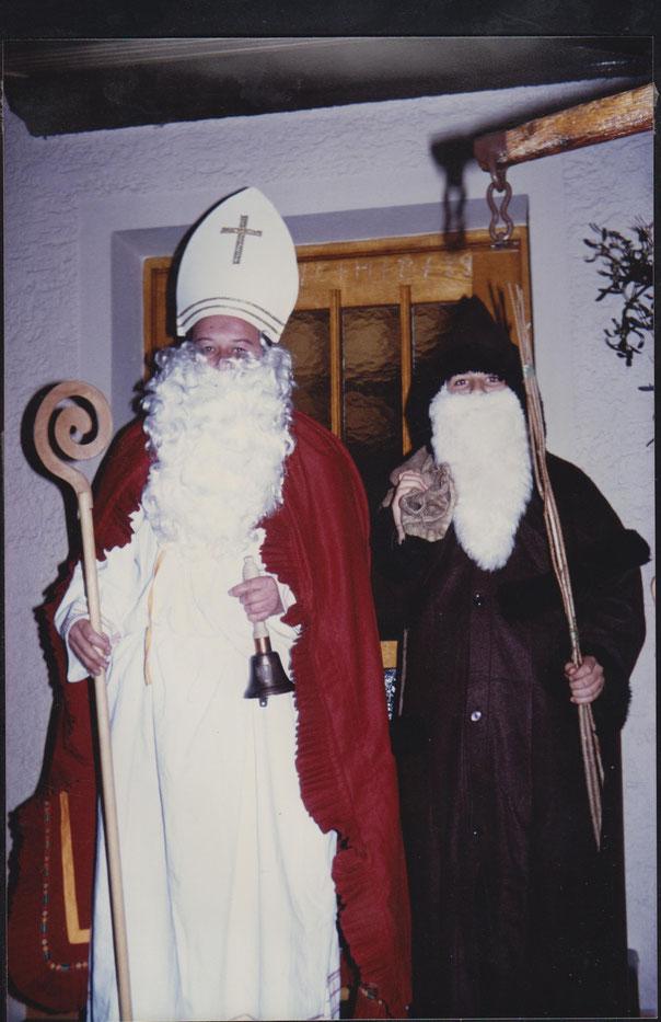Mein Vater (Nikolaus) und ich 1989 - den Sternsingern sei Dank ;-)