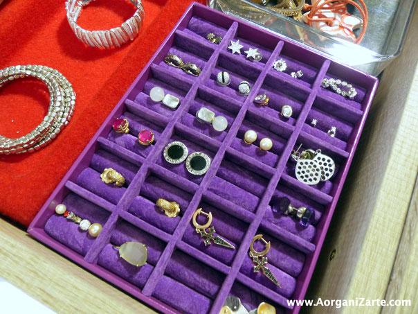 Los pendientes se pueden colocar en cajas específicamente hechas para ellos - AoarganiZarte