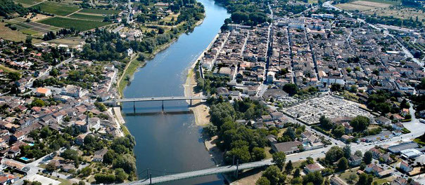 Vue aérienne de la plus ancienne bastide de Gironde, Sainte-Foy-la-Grande, près de Bergerac
