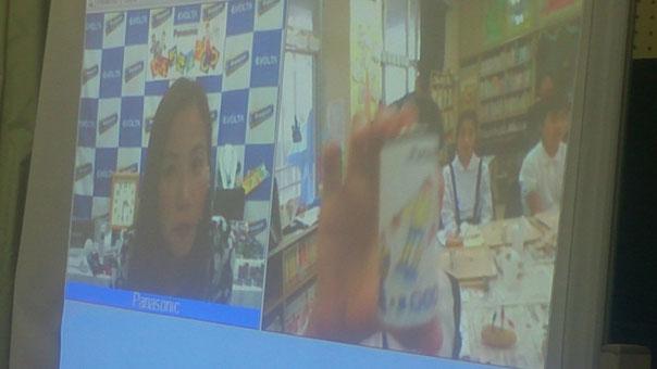 画面向かって左が先生、右側が六島小学校の様子です。