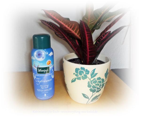 Lass Deine Gedanken schweifen mit dem Kneipp® Aroma-Pflegeschaumbad Tagträumen.