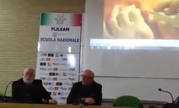 Masolini e Fippi spiegano l'uso del PLEXR durante il congresso della Simecna al Palafijlkam di Ostia