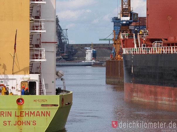 Holzhafen Schiffe Bremen