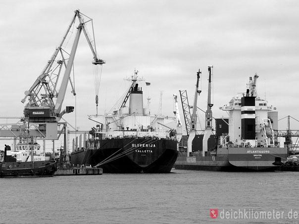 Bremen Industriehafen Schlepper Urag Weserbilder Hafenfotos Bremen