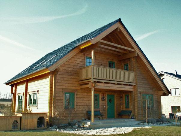 Holzhäuser - Holzhaus in Blockbauweise - Wohnhaus - Einfamilienhaus - Massivblockhaus bauen