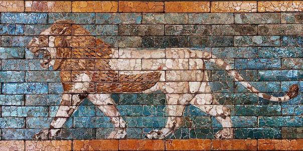 Le lion représente l'empire babylonien et son principal représentant le roi Nébucadnetsar. Animal prestigieux et fort, tout comme le roi Nébucadnetsar de Babylone, roi de 605 à 562 av J-C qui a régné sur le plus  vaste empire qu'ait dominé Babylone au VIe