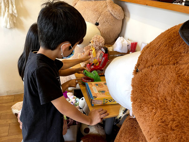 クマカフェさんにはたくさんのクマがいます!子供達も夢中!