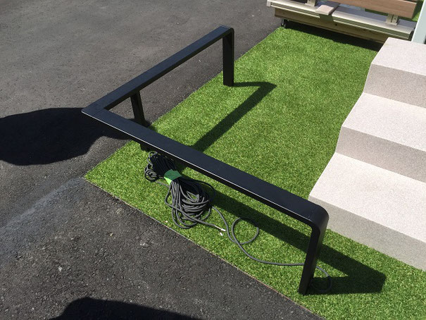 フェンスとしても使えるデザインナーズレール。こちらは背の低い方。