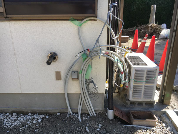 電気配管がたくさんあって大変!