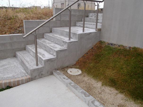 塗装前の状況です。普通のコンクリート仕上げです。
