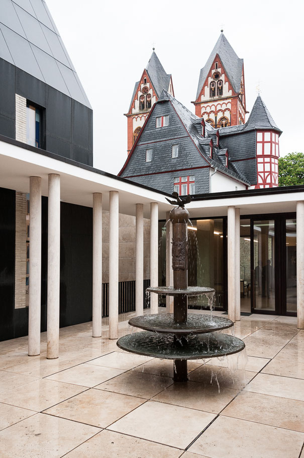 Spätromanischer Dom (Einweihung 1235),  Alte Vikarie (Baujahr 1515), Neubau (2013)