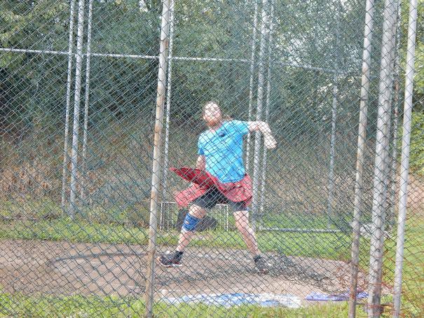 Ruben Loew bei einem seiner gewaltigen Rundgewichtwürfe (16,11 m)!