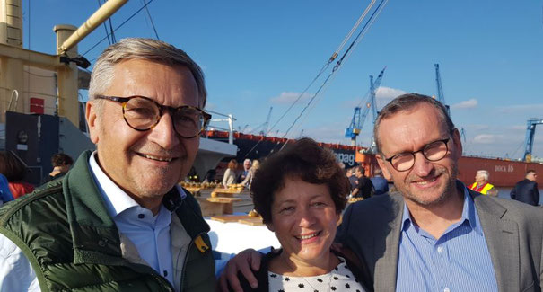 Harald Zielinski (left), his wife Ulrike and H-L Communications Chief Nils Haupt enjoyed a wonderful boat trip on board MS Bleichen  -  photos: hs