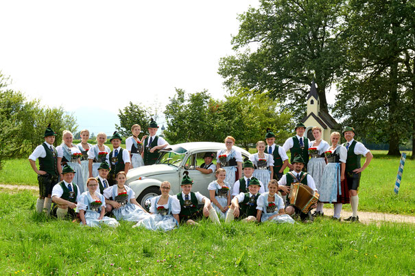 Aktive Plattlergruppe Trachtengruppe beim Auftritt am Dorffest Lauterbach; D'Lindntaler Lauterbach Trachtenverein