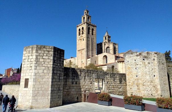 """Монастырь Сан Кугат дель Вальес - типичная """"крепость Бога"""""""