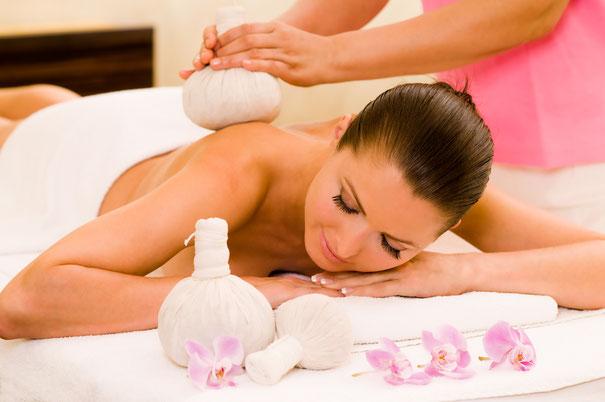 Thai Kräuterstempel Massage
