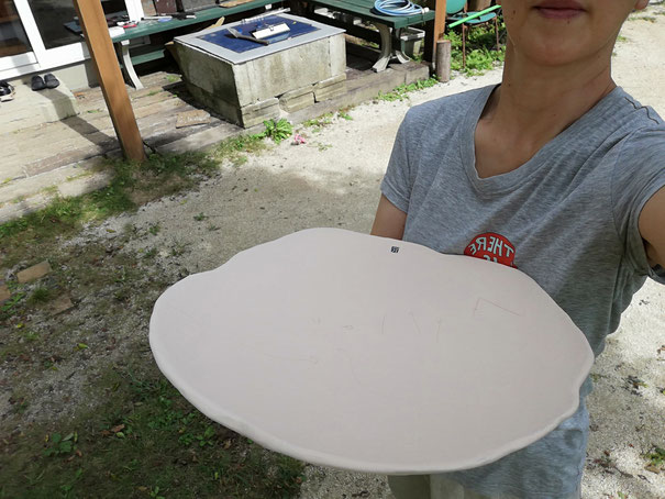 陶芸家 焼き物 陶芸作品 茨城県笠間市 粉引き作品 大皿 大きな皿 ハレの器 大盛りの器