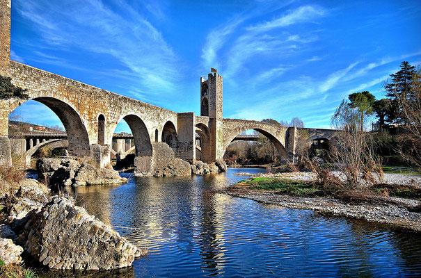 Pont de Besalú (font: Wikipedia)