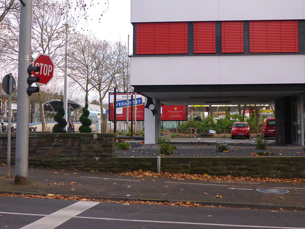 Hochkreuz, Bonn, rot, Fitnessstudio, red, red car, STOP, red treffic light, Rotlicht