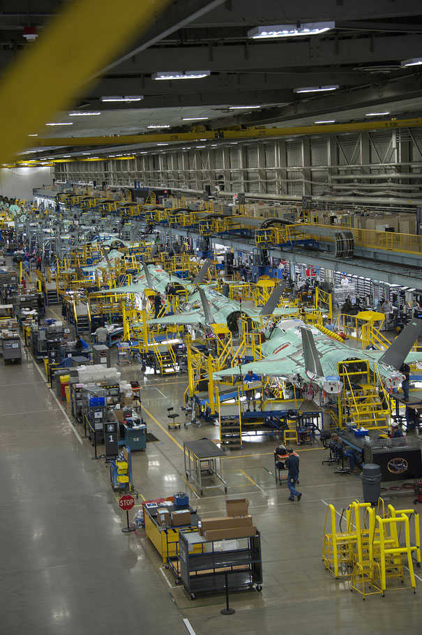 F-35 Production Line by Lockheed Martin, su Flickr