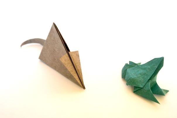 Origamimodelle von Beth Johnson, gefaltet von ihr selbst aus handgeschöpftem Papier