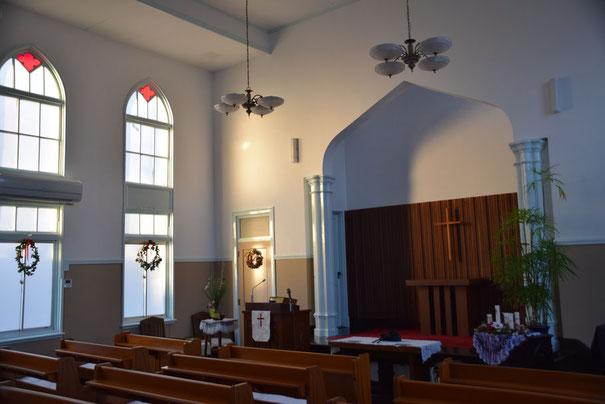 ある朝の 旭東教会礼拝堂 葬儀・告別式の式場空間です