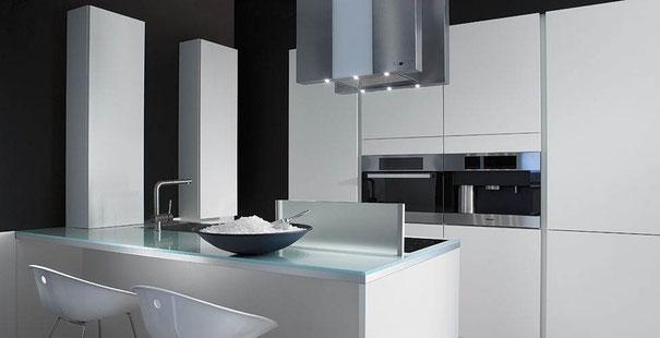 cuisine design :ilot avec à la fois la cuisson et l'évier