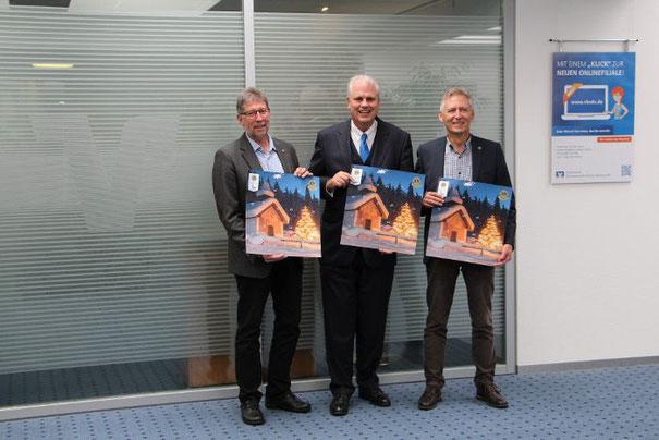 (von links): Markus Piro, Präsident des Lions-Clubs Schwenningen, Jürgen Findeklee, Vorsitzender des Vorstands der Volksbank Schwarwald-Donau-Neckar und Eberhard Heiser, Präsident des Lions-Clubs Villingen. Foto: Schwarzwälder Bote