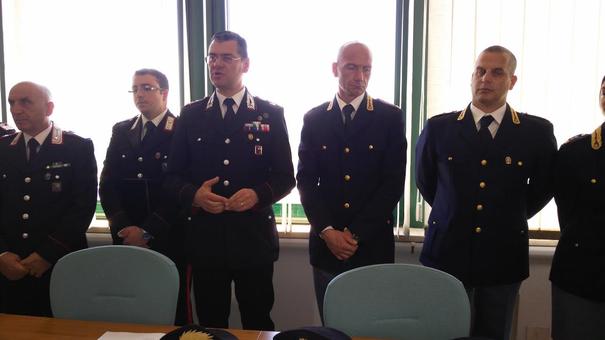 Al centro il capitano Contente C.te CC Alatri ed il capo della squadra Mobile  Carlo Bianchi