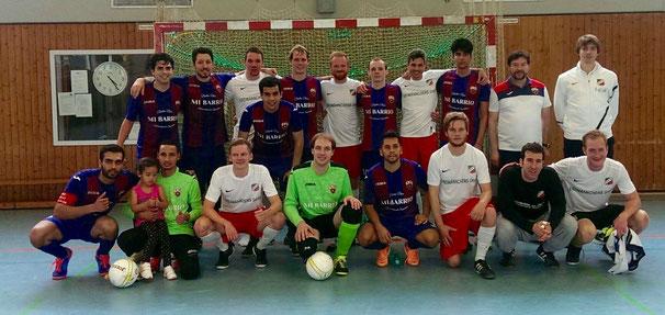 Teamfoto gemeinsam mit den Spielern von Hertha 06 Berlin
