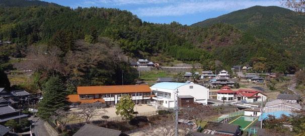 愛媛県伊予郡砥部町にある「高市小学校」と「砥部町山村留学センター」のブログです。