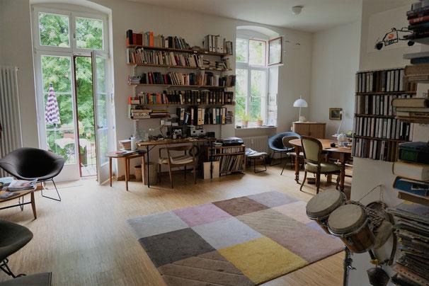 Wohnraum mit Vintageklassikern, Flohmarktfunden und Erbstücken