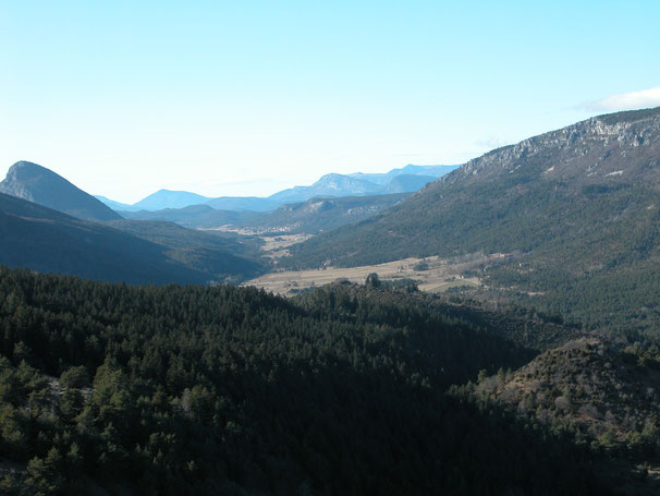 Vallée de la LANE vu du Castellaras - Thorenc à droite, Valderoure au fond