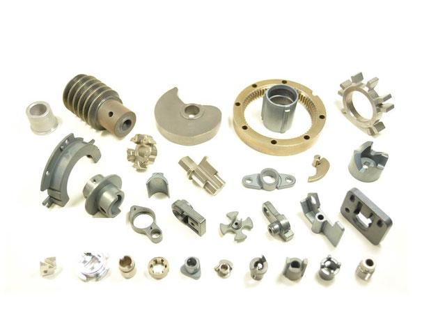 鉄系は鉄を中心に銅、モリブデンなどから組成された、耐磨耗性に優れた丈夫な軸受です。なじみ性が低く、音の面でもマイナスな要素があります。しかしその反面、鉄系の丈夫さを活かして、大型モーターで振動音が多少しても支障がないところで活用できます。