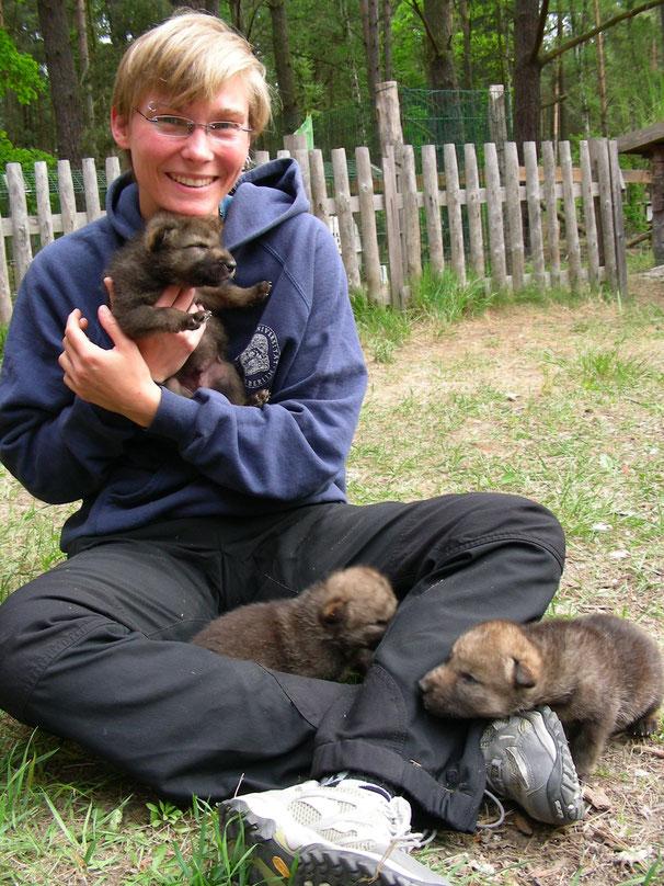 Katharina Weinberg mit Wölfen