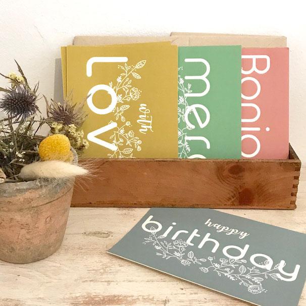 boutique de papeterie, affiches, cartes, cartes postales et étiquettes cadeaux