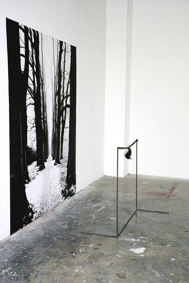 DIABOLISCHE METAMORPHOSEN | 2012 | Metallgestell, Haare, Gürtel, Print | 250 × 150 × 70 cm