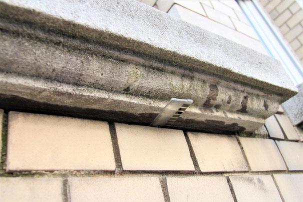 Auch in der Fuge unterhalb der Fensterbank war der Fugenmörtel zerstört.