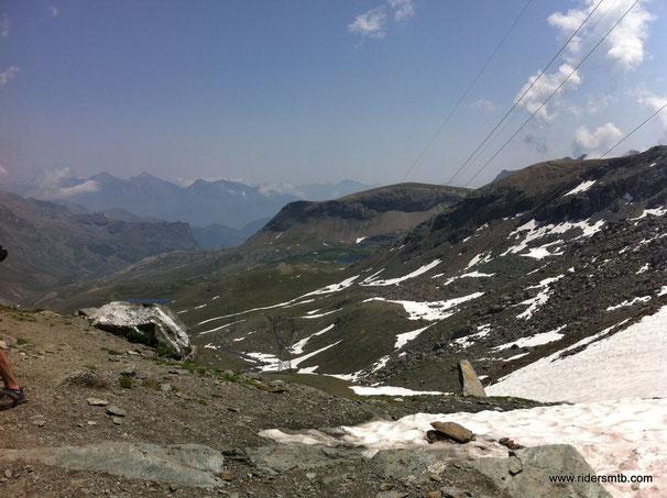 il panorama, dalla parte opposta, è sulla valle di Champorcher